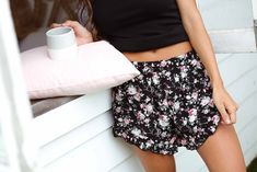 Roses on Black Frilled Shorts Bohemian Clothing Stores, Clothing Items, Festival Looks, Boho Festival, Frill Shorts, Boho Shorts, Plus Size Dresses, Plus Size Outfits, Boho Outfits