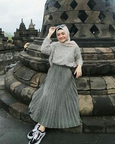 Stylish Street Style Hijabi Outfit Inspiration For Winter - hijab outfit Modern Hijab Fashion, Street Hijab Fashion, Hijab Fashion Inspiration, Muslim Fashion, Mode Inspiration, Skirt Fashion, Fashion Outfits, Modest Fashion, Fashion Clothes