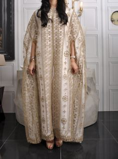 via meblogging Eid Outfits, Dress Outfits, Dress Up, Modesty Fashion, Fashion Dresses, Orientation Outfit, Dress Sketches, Abayas, Caftans