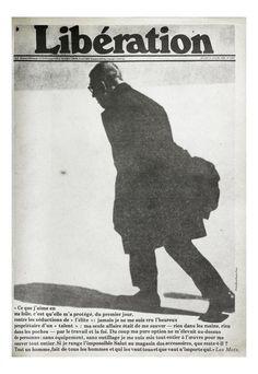 """Date : 17/04/1980 Crédits : Antanas Sartkis  """"Ce que j'aime en ma folie, c'est qu'elle ma protégé"""". En une, Sartre s'éloigne, voûté. Le phi..."""
