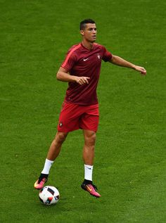 Cristiano Ronaldo Photos - Cristiano Ronaldo of Portugal warms up prior to the UEFA EURO 2016 Final match between Portugal and France at Stade de France on July 10, 2016 in Paris, France. - Portugal v France - Final: UEFA Euro 2016