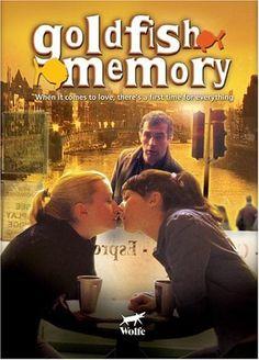 Clara, découvre qu'elle est bisexuelle auprès d'Angie, une lesbienne qui collectionne les histoires alors qu'elle ne rêve que d'une relation stable et durable
