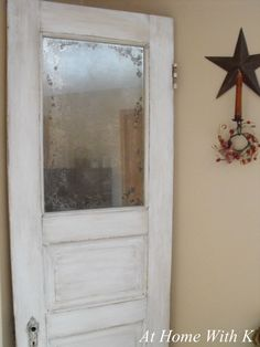 make your own vintage mirror with Krylon Looking Glass Paint.looks so cool Looking Glass Spray Paint, Krylon Looking Glass, Glass Paint, Antique Doors, Old Doors, Vintage Doors, Vintage Diy, Antique Glass, Front Doors