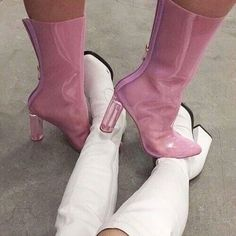 Find images and videos about fashion, pink and white on We Heart It - the app to get lost in what you love. Dr Shoes, Cute Shoes, Me Too Shoes, Shoes Heels, Pumps, Pink Shoes, Shoes Sneakers, Daphne Blake, Look Fashion