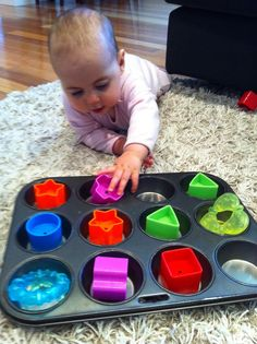 Playing with items on a tray. Great start to building fine motor skills. PHG Demonstrate how the five senses support processing information M Demonstrate awareness of patterning Baby Sensory Play, Baby Play, Baby Toys, Sensory Wall, Sensory Boards, Infant Activities, Activities For Kids, Sensory Activities, 8 Month Old Baby Activities