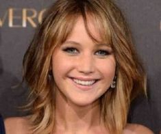 Top 18 Jennifer-Lawrence Hairstyles & haircuts Inspire You Try It Today ! Jennifer O'neill, Oval Face Hairstyles, Layered Bob Hairstyles, Celebrity Bobs, Celebrity Hairstyles, New Haircuts, Hairstyles Haircuts, Jennifer Lawrence Haircut, Long Graduated Bob