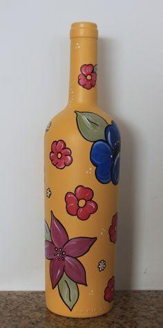 Garrafa de vidro pintada e decorada com flores manuais. <br> <br>N�o lav�vel.