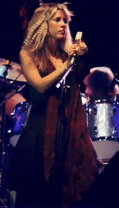 Stevie Nicks of Fleetwood Mac. #singers #music #musician http://www.pinterest.com/TheHitman14/musician-female-faves/