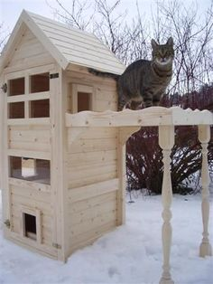 Cat house Cat scratching cat tower - Cats and Dogs House Feral Cat House, Feral Cat Shelter, Feral Cats, Cat Shelters, Wooden Cat House, Cat House Diy, Kitty House, Outside Cat House, Gatos Cat