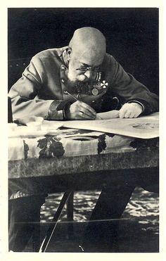 Kaiser Franz Joseph I. an seinem Schreibtisch, © IMAGNO/Austrian Archives Kaiser Franz Josef, Franz Josef I, Pictures To Paint, Old Pictures, Old Photos, Austria, Die Habsburger, Impératrice Sissi, Joseph