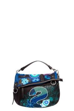 Desigual women's Folded S Patch bag. Fold down or lift the flap and enjoy two bags for the price of one. It has a zip fastening.