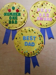 Cute preschool Fathers Day craft. Paper plate paint beads sequins and constru  Derin&FathersDay Diy Father's Day Crafts, Father's Day Diy, Holiday Crafts, Paper Crafts, Dad Crafts, Diy Christmas, Fish Crafts, Preschool Christmas, Spring Crafts