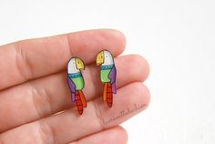 Parrots studs earrings made from 2mm thick plexiglass . Hand illustrated and varnished to protect color and ink. Nickel free earring post is