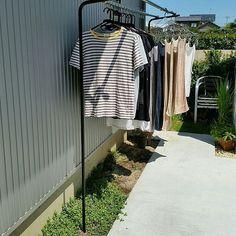 女性で、3LDKのオーダーメイド/アイアン/洗濯物/物干し/棚についてのインテリア実例を紹介。「オーダーで作ってもらったシンプルな物干し台」(この写真は 2016-12-28 16:59:00 に共有されました)