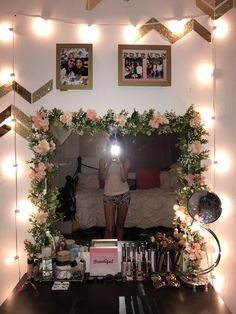 25 Cozy Decor Ideas With Bedroom String Lights ~ Home Design Ideas Bedroom Colors, Bedroom Decor, Bedroom Ideas, Makeup Vanity Decor, Diy Vanity, Vanity Set, Flower Mirror, String Lights In The Bedroom, Deco Boheme