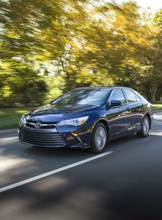 2015_Toyota_Camry_XLE-10