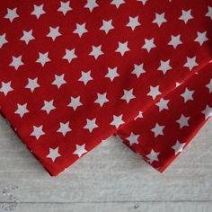 Tkanina bawełniana białe gwiazdeczki na czerwonym 130g/m2