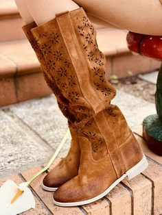 Stivali Donna Traforati Estivi in Pelle Cuoio Made in Italy - KikkiLine Bohemian Boots, Boho, Cowboy Boots, Wedges, Barbie, Collection, Shoes, Fashion, Moda