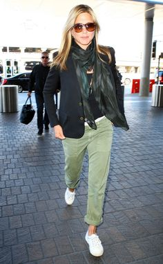 We're obsessed with Jennifer Aniston's effortlessly cool style and how she pumped up a casual jet-setting look with amber sunnies!