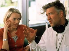 "On the set of ""Mulholland Drive"", L to R: Naomi Watts, writer/director David Lynch. Lynch cast Watts just by looking at her head shot - this would be her breakthrough role after fifteen years of being a working actress. David Lynch Young, Mulholland Drive, Naomi Watts, David Lynch Paintings, David Lynch Quotes, Blue Velvet Movie, David Lynch Movies, Tom Sizemore, Art"