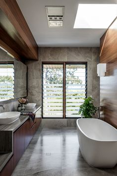 In this modern master bathroom, high ceilings create a sense of openness, while a skylight adds natural light to the bath area, and a large vanity mirror reflects the view outside. Interior Exterior, Bathroom Interior Design, Home Interior, Interior Architecture, Diy Bathroom, Modern Master Bathroom, Bathroom Sinks, Bathroom Remodeling, Bathroom Ideas