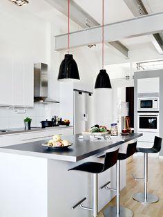 Black & White Kitchen via Eclectica