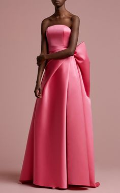 Get inspired and discover Viktor & Rolf Soir trunkshow! Shop the latest Viktor & Rolf Soir collection at Moda Operandi. Gala Dresses, Evening Dresses, Elegant Dresses, Pretty Dresses, Beautiful Evening Gowns, Luxury Dress, Dream Dress, Couture Fashion, Beautiful Outfits