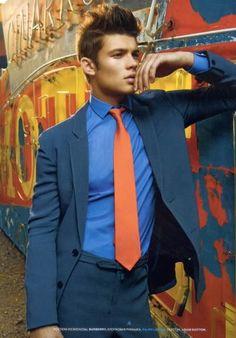 Men's blue suit and shirt with orange tie.no jacket. Blue Suit Men, Blue Suits, Orange Tie, Cool Style, My Style, Tie Knots, Wedding Suits, Mens Suits, Sexy Men