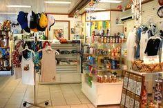 Moorea Boutique Shopping