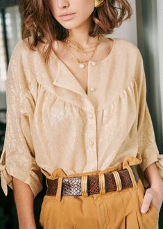 Discover recipes, home ideas, style inspiration and other ideas to try. Bohemian Tops, Blusas Crop Top, Blouse Ample, Looks Hippie, Moda Boho, Look Plus, Stylish Shirts, Blouse Outfit, Cozy Outfits
