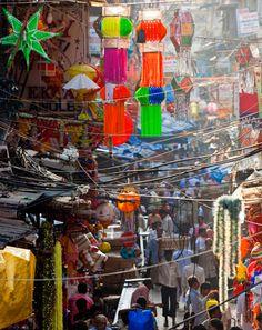 Een soort van markt in Mumbai, Maharashtra, India. Je ziet duidelijke verschillen met Nederland en dat maakt deze foto zo interessant.