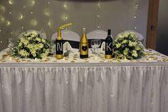 bouteilles decoratives par La Duchesse Collection. Table Decorations, Furniture, Collection, Home Decor, Decorated Bottles, Decoration Home, Room Decor, Home Furnishings, Home Interior Design