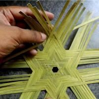 D'source Design Gallery on Bamboo Weaving Patterns - D'source Resources – Gallery Content – Bamboo Weaving Patterns – Learning basic weaving patterns of Bamboo Craft Flax Weaving, Bamboo Weaving, Paper Weaving, Weaving Art, Loom Weaving, Bamboo Art, Bamboo Crafts, Bamboo Basket, Weaving Projects