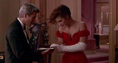 Pretty Woman It was the scene that was never intended for the final cut. Director Garry Marshall instructed Richard Gere, playing wealthy financier Edward, to snap close a jewellery box after Julia Roberts' character, Vivian, reached out to touch the ruby and diamond necklace in awe. The scene ultimately made it to the film and endeared the public to the young Roberts. www.diaoro.com.au