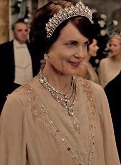 Lady Grantham's fine jewels at the Debutantes Ball Season IV