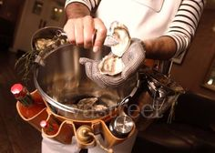 mobile oyster shucker and serving station