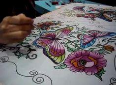 Você conhece o trabalho da pintura em seda? A pintura em seda é a arte de aplicar a tinta ao tecido da seda. É um método de pintura direta