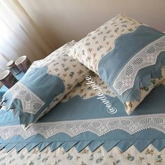 different pike samples and lace pike models - Interior Design Diy Pillows, Sofa Pillows, Bed Cover Design, Designer Bed Sheets, How To Dress A Bed, Applique Pillows, Hand Embroidery Flowers, Crochet Lace Edging, Decoration Bedroom