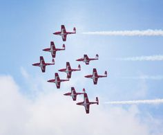 Look up, waaaay up #Barrie! The #snowbirds will be flying over #Kempenfeltbay in just a few minutes! @citybarrie #barrieairshow #airshow
