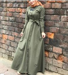 This Pin was discovered by MUS Niqab Fashion, Modern Hijab Fashion, Hijab Fashion Inspiration, Muslim Fashion, Fashion Dresses, Hijab Style Dress, Hijab Dress Party, Modest Dresses, Casual Dresses