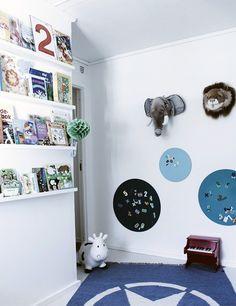 Bunte Tafelpunkte im Kinderzimmer