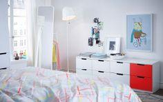 Personaliza tu dormitorio con un toque de color