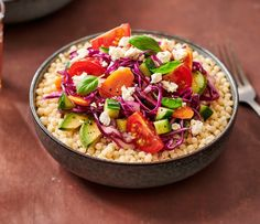 Een heerlijke avocado salade met feta en parelcouscous. Klinkt goed hé? Doe daar nog een komkommer, cocktailtomaten, een beetje basilicum en een smaakvolle dressing bij en voilà, een frisse salade. Snel en makkelijk en dus binnen no time op tafel. Dit Simpele salades-recept maak je natuurlijk met Lassie Parelcouscous. Een gemakkelijke en lekker recept van Lassie! Bekijk dit parelcouscous salade recept en meer lekkere salade recepten op lassie.nl! #opjebord #avocadosalade #parelcouscous Vinaigrette, Feta, Chopped Salad, Acai Bowl, Bbq, Avocado, Breakfast, Pearl Couscous Salad, White Wine Vinegar