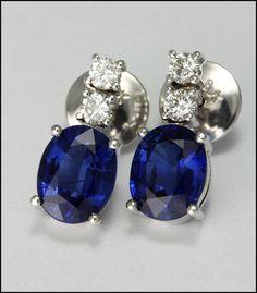Ref. 4N Aretes de zafiros ovalados adornados con diamantes.