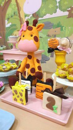 Safari Theme Party, Safari Birthday Party, Party Themes, Boys 1st Birthday Party Ideas, 1st Boy Birthday, Safari Cupcakes, Die Dinos Baby, Baby Shower Wrapping, Elsa