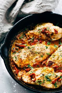 This Creamy Parmesan Chicken Skillet is ready in just 30 minutes and the Parmesan garlic sauce will make you lick the plate! Mmm.. So good! This will become a new favourite with your family!!