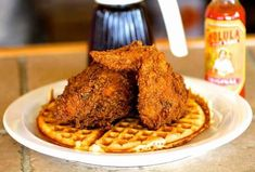 Juicy Lucys, Frito Pies, and other regional foods that need to be everywhere Chicken & Waffles-Juicy Lucys, Frito Pies und andere regionale Lebensmittel, die überall sein müssen Nashville Restaurants Best, Fried Chicken And Waffles, Frito Pie, Sandwiches, Saturday Brunch, Tasty Bites, Nyc, Best Places To Eat, Restaurant Recipes