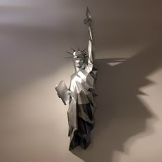 Make your own papercraft Statue of Liberty with our PDF template Paper Glue, Diy Paper, Statue Of Liberty Drawing, New York Statue, Ways To Relax, Paper Models, Diy Wall, Make Your Own, Origami