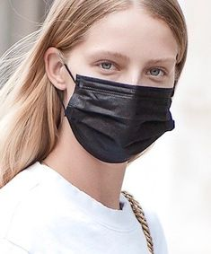 Expert Tips on How to Sport a Face Mask and Sunscreen Best Acne Products, Get Free Samples, Best Sunscreens, Sun Care, Beauty Junkie, Tinted Moisturizer, Makeup Routine, Beauty Shop, Beauty Routines