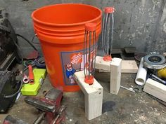 How to Build a Better Log Rolling Bucket Mousetrap. Cheep, easy to build and will catch multiple mice without having to reset the trap. Fits any five gallon bucket. Mouse Trap Diy, Best Mouse Trap, Mouse Traps, Bucket Mouse Trap, Five Gallon Bucket, Home Hacks, Easy Diy Projects, Mice, Good To Know